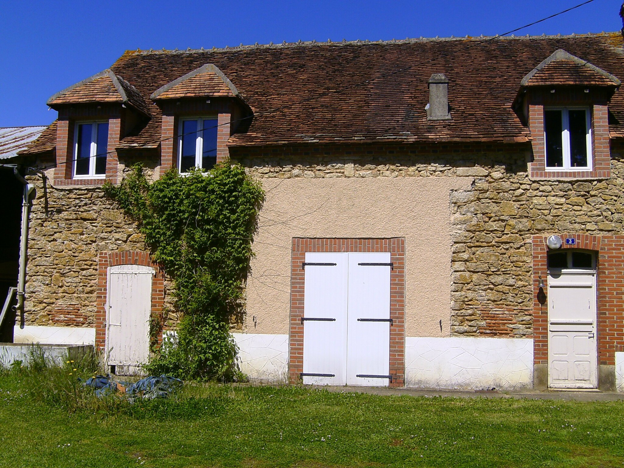 LA MAISON A VENDRE - THE COUNTRY HOUSE TO SELL