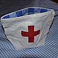 Trousse à pharmacie lin blanc, croix rouge