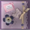 Un papillon violet pour une carte d'anniversaire