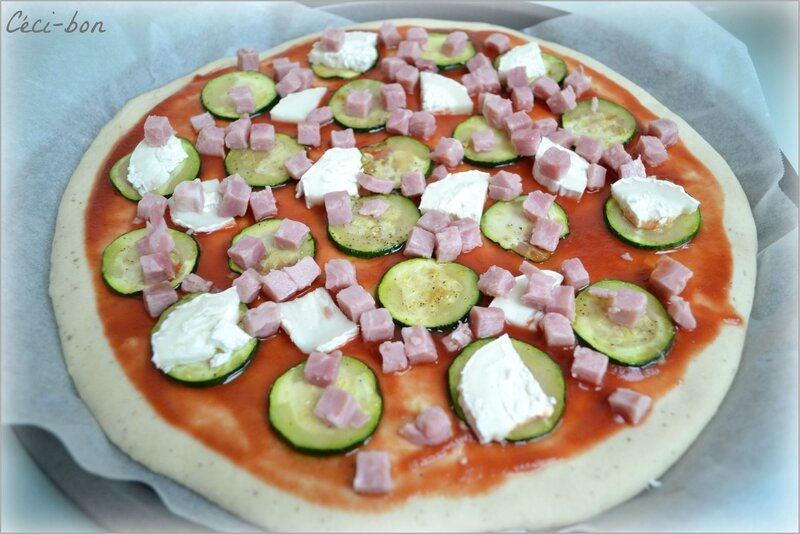 Pizza courgette, jambon, chèvre
