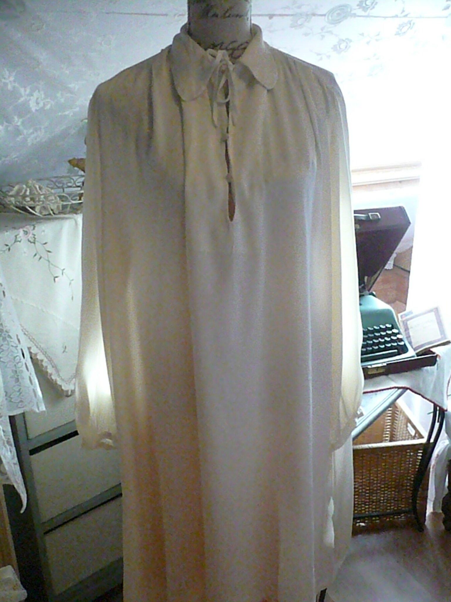 <3 AGAPANTHE <3 Très jolie robe de nuit ancienne en satin de coton - fait main -