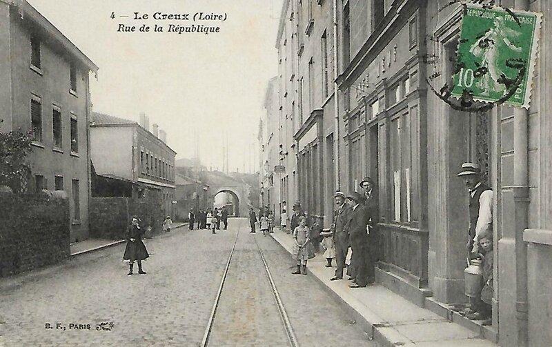 Le Creux, rue de la République
