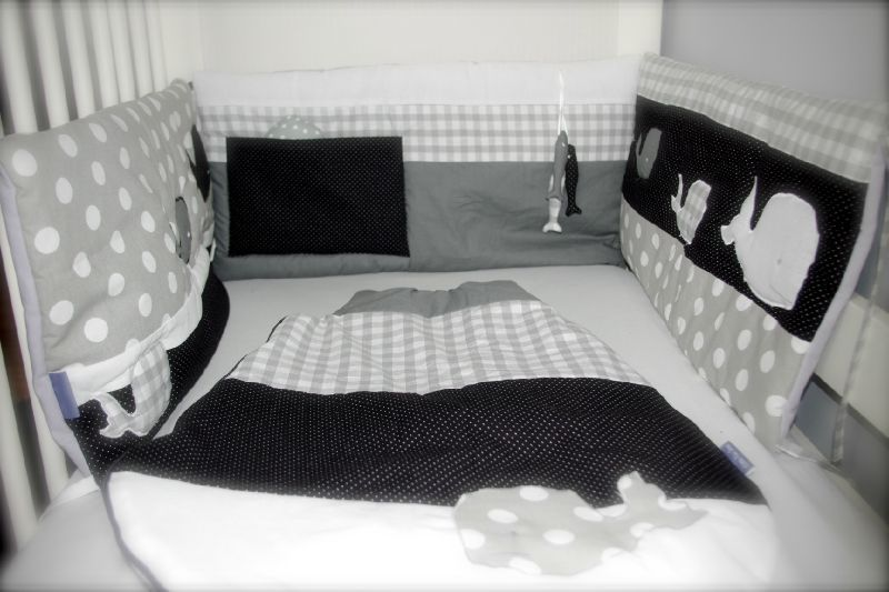 tour de lit et gigoteuse gris blanc et noir little fish. Black Bedroom Furniture Sets. Home Design Ideas