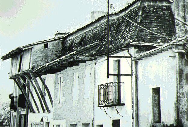 Belle avancée de charpente (très vieille maison)