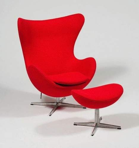 arne jacobsen 1902 1971 fauteuil egg et ottoman cr ation 1957 eloge du rouge par alain. Black Bedroom Furniture Sets. Home Design Ideas