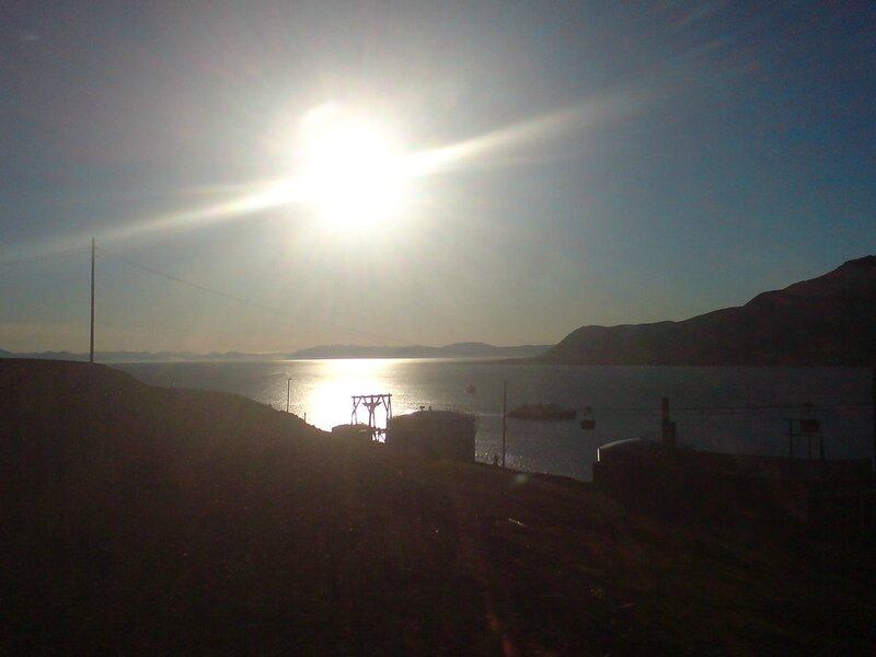 1200px-Midnight_sun_Longyearbyen