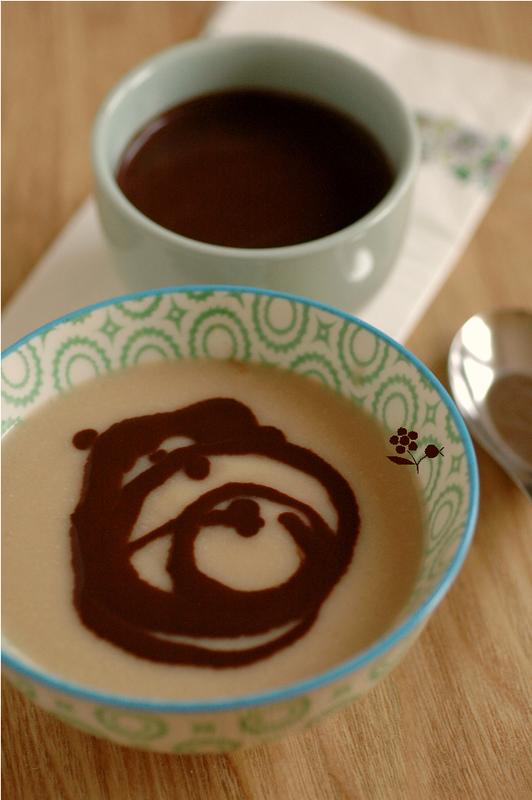 Compote poire-amande, coulis chocolat noir-amande