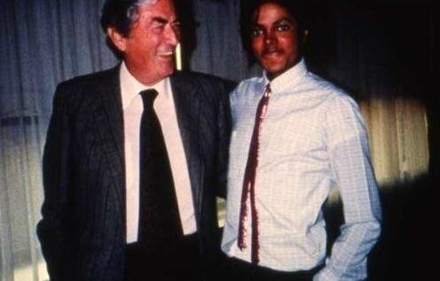 Mike-and-Gregory-Peck-michael-jackson-10748283-496-317