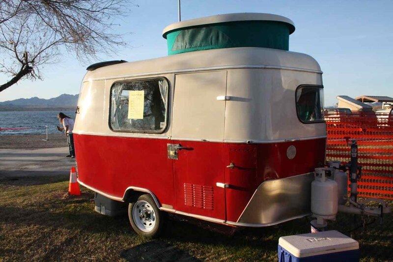 Ma petite chaumi re roulettes pivoine et lavande - Peindre une caravane ...