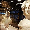 Cheveux chéris, frivolités et trophées – exposition au musée du quai branly
