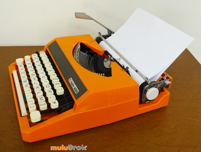 MACHINE-A-ECRIRE-Orange-3-muluBrok