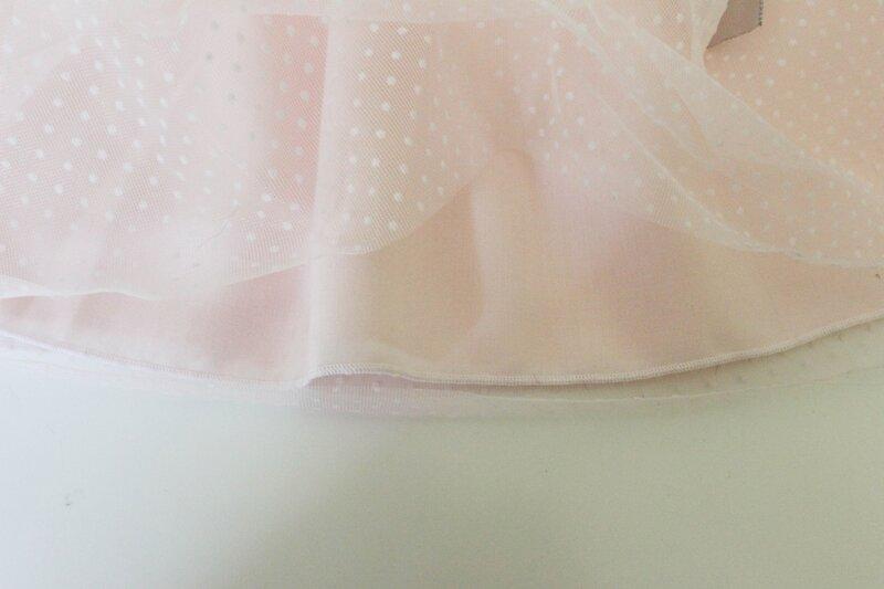 Jupe tulle et coton rose pale, détail ourlet surjeté