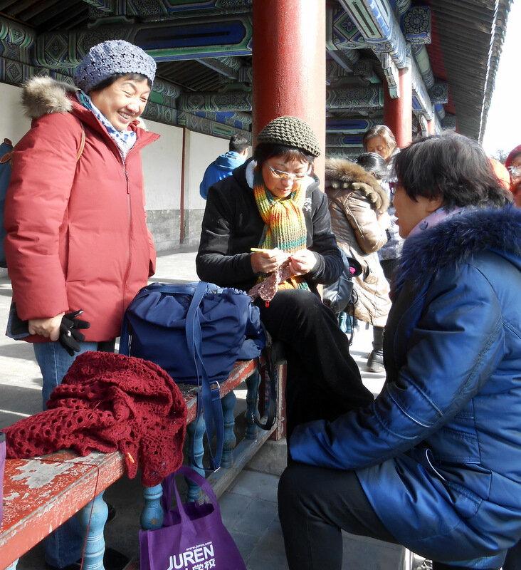 Chine : au Temple du Soleil à Pékin, on tricote