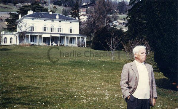 Charles_Chaplin_at_Manoir_de_Ban_50s_big