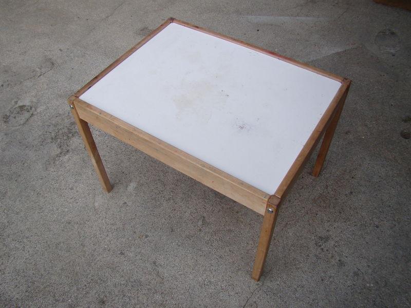 relookage d 39 une table enfant ikea oceniel by paula. Black Bedroom Furniture Sets. Home Design Ideas