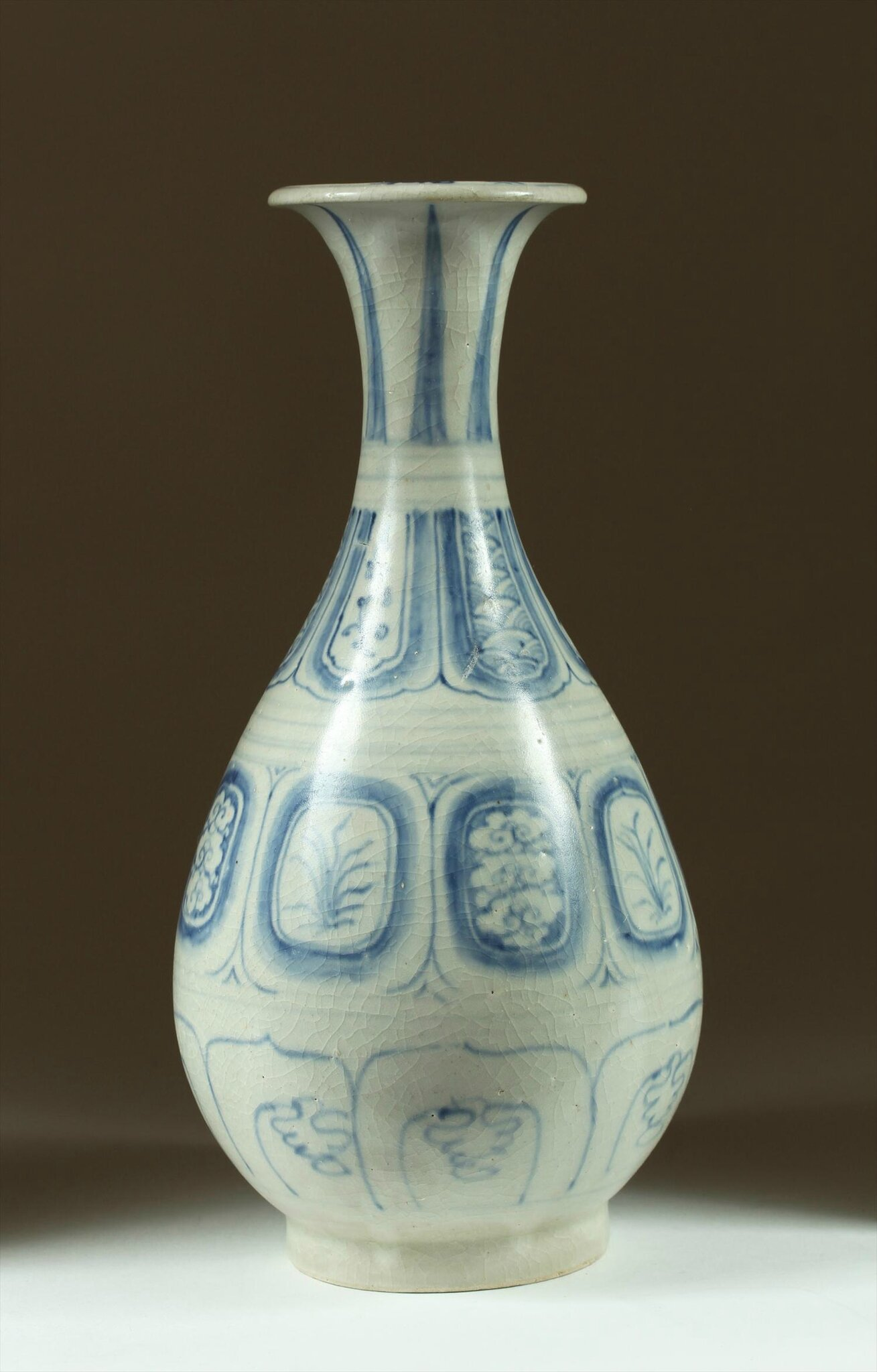 Vietnamese Underglaze-Blue Yuhuchun Bottle, late 15th-early 16th Century