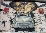 378_petra_tursky_hartmann_berlin_2005_east_side_gallery_trabbi