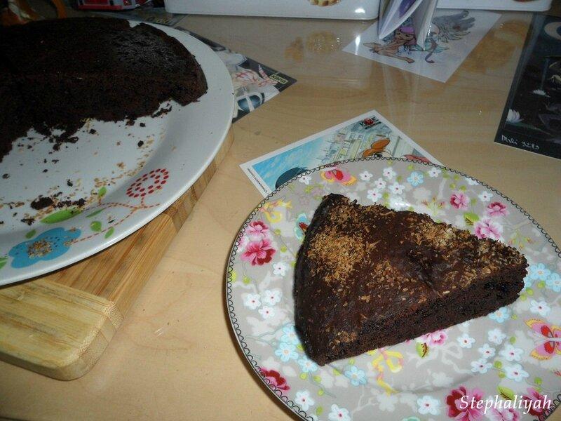 sponge cake au chocolat et noix de coco chez sylvie et steph. Black Bedroom Furniture Sets. Home Design Ideas