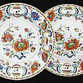 Deux assiettes en porcelaine de chine, de la compagnie des indes du xviiie siècle, d'époque qianlong (1736-1795)
