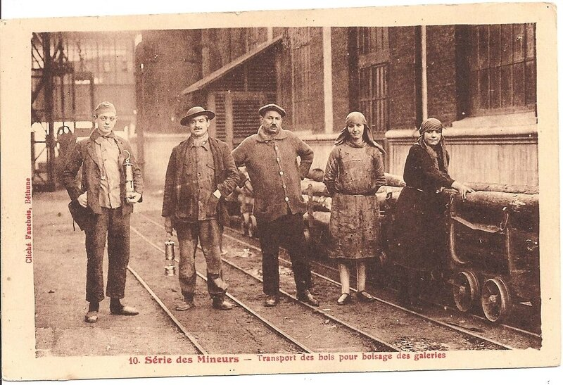 Mines, CPA, Mineur, caffus et galibot, transport des bois pour boisage