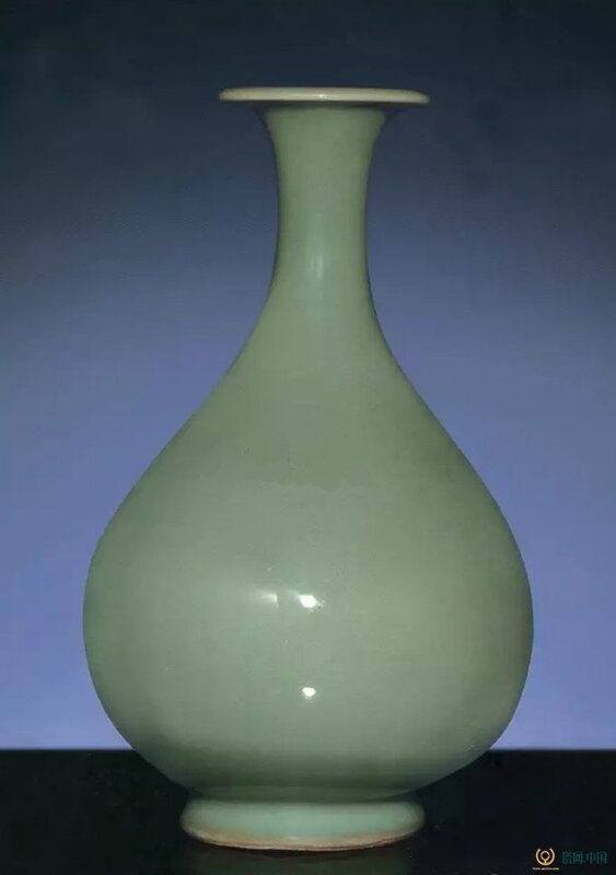 A very rare early Ming Longquan celadon pear-shaped vase, yuhuchunping, Hongwu period (1368-1398)