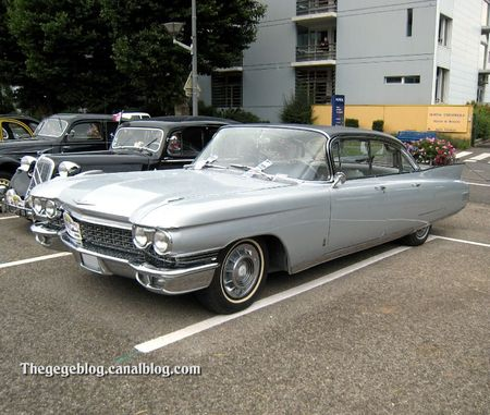 Cadillac fleetwood 4 portes sedan (Tako Folies Cernay 2011) 01
