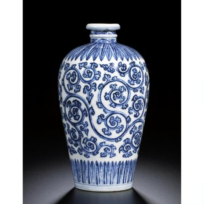 A Fine And Extremly Rare Blue And White Foliate Scroll
