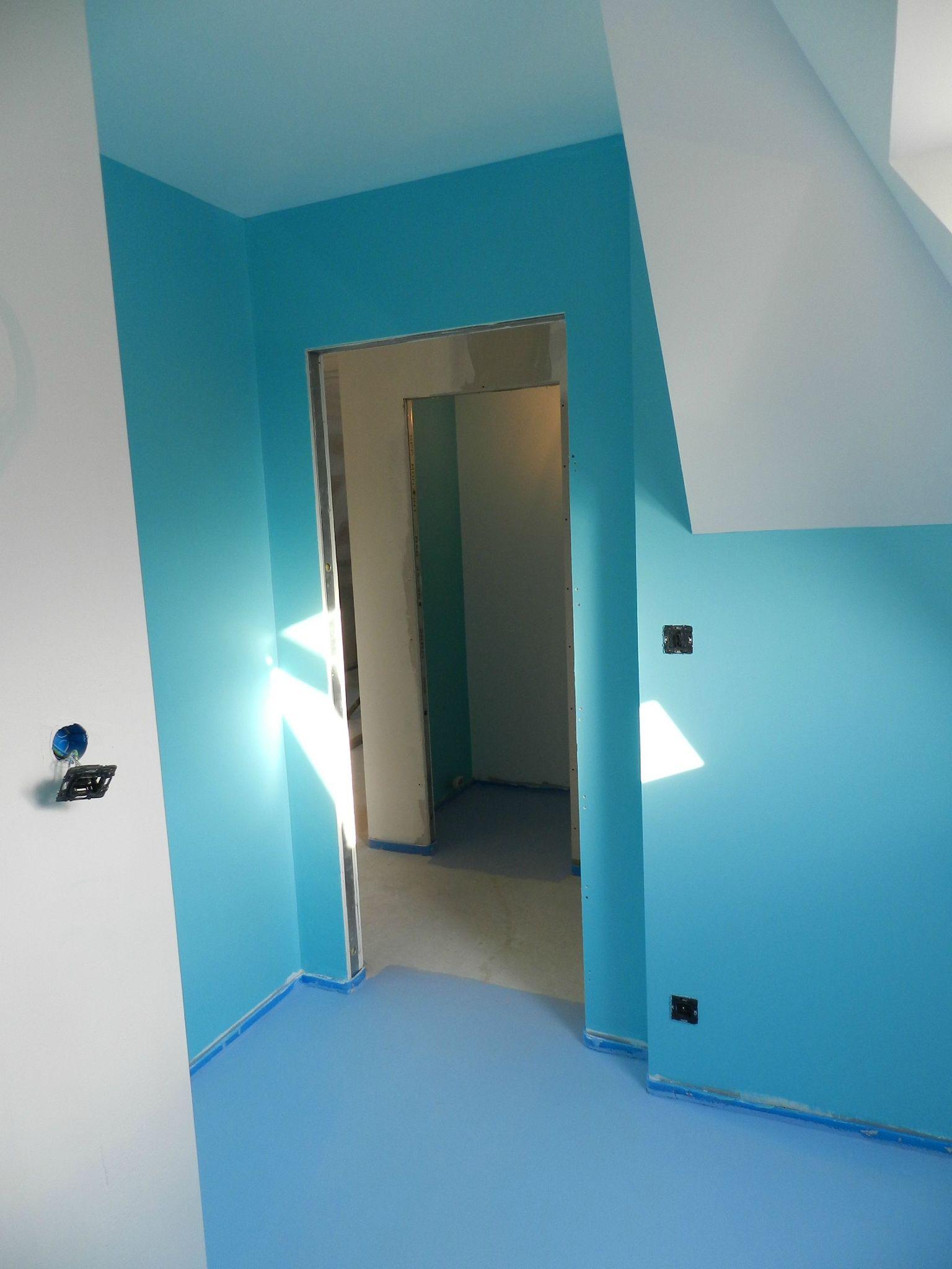 Peinture de la salle de bain et des toilettes la maison for Peinture de salle de bain