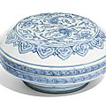 A blue and white 'chilong and lingzhi' box and cover, qing dynasty, 18th century