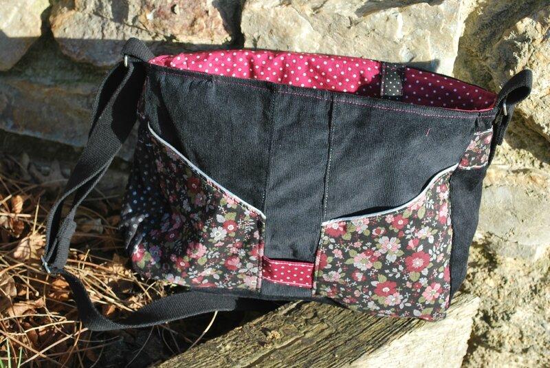 sac besace noir et rose 004