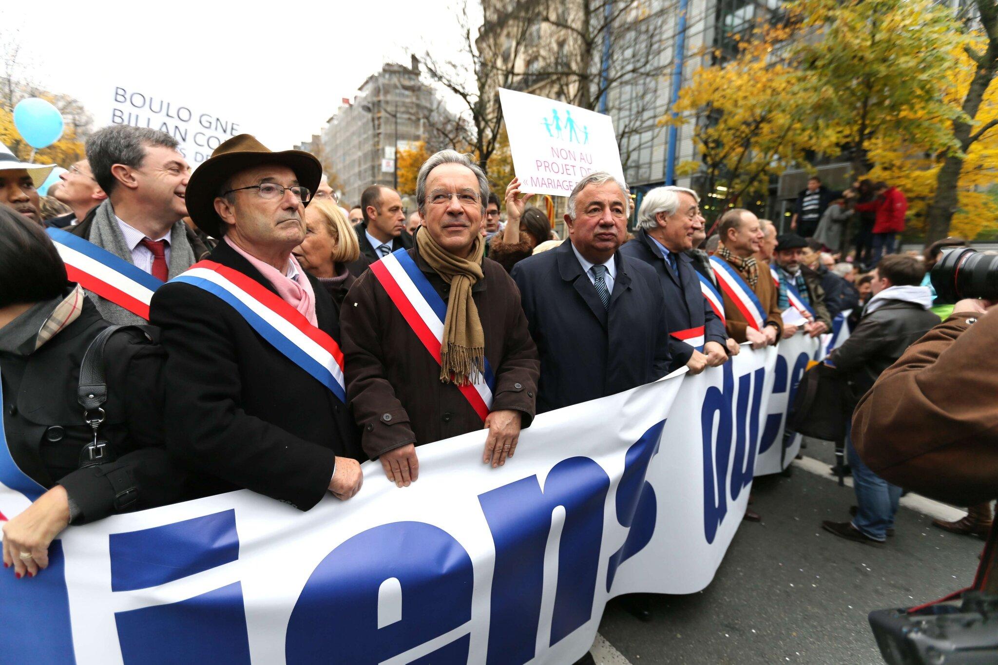 Larcher et Goasguen défilent contre le « mariage pour tous ». © Photo Michel Stoupak. Sam 17.11.2012.
