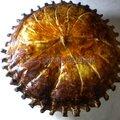 Galette des rois à la crème d'amandes, compote d'abricots secs à la tonka