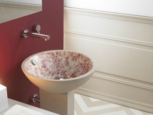 vasque-a-poser-porcelaine-Bathco-Castellon-toile-de-Jouy-rouge