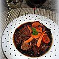 Daube + poitrine de porc en sauce, accompagnées de haricots noirs