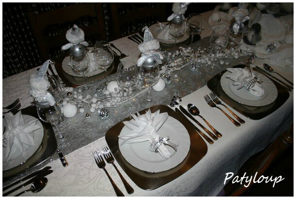 D coration de table no l 2012 chez patyloup for Table de noel argent et blanc