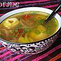 Soupe aux tortellinis et oignons
