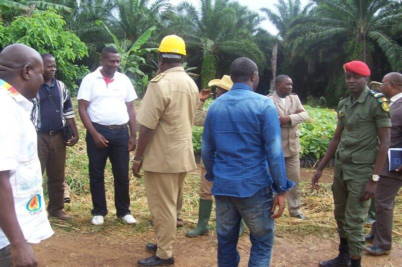 M. Le Gouverneur et les autorités locales