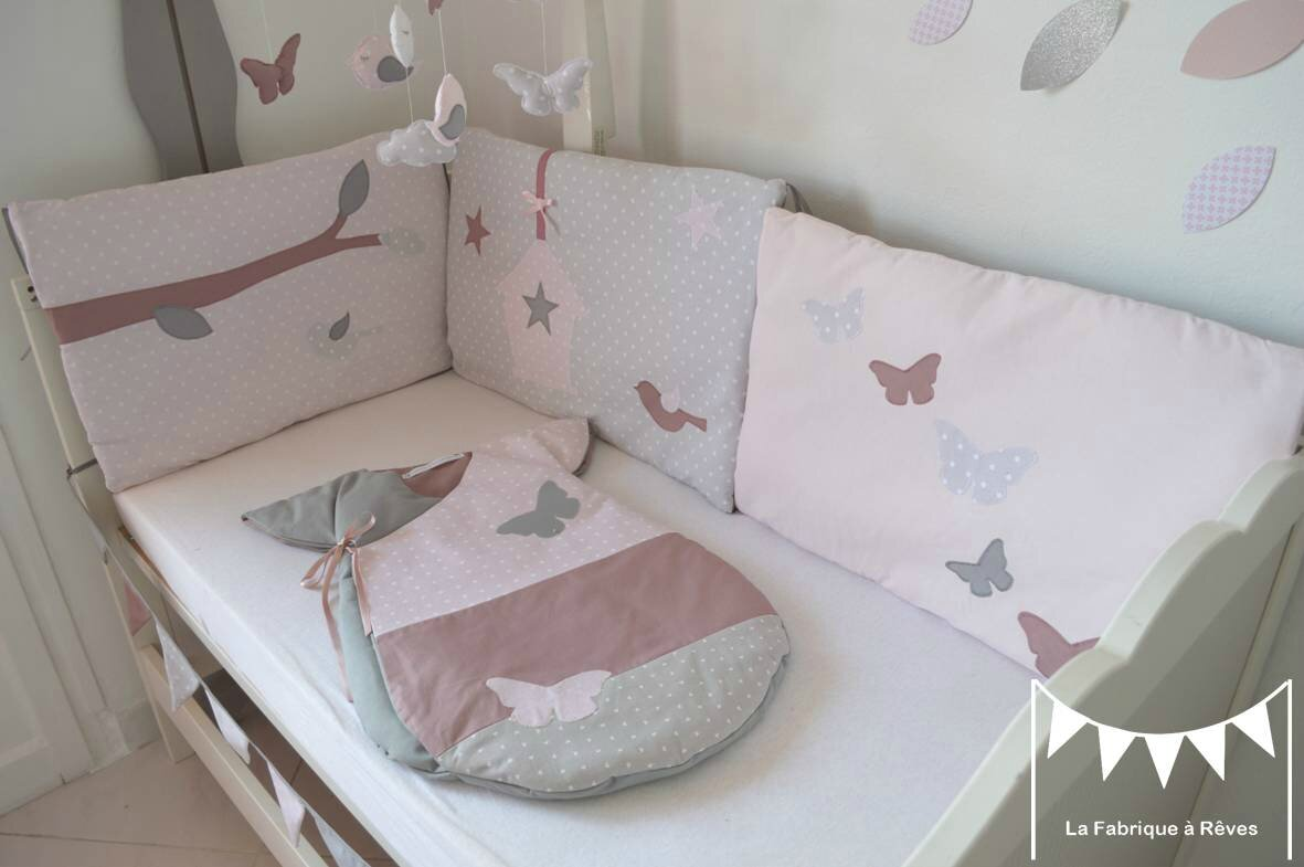 Tour lit b b fille rose poudr gris rose ancien papillons for Deco chambre bebe fille gris rose