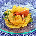 Chiffonnade de kaki persimon aux crevettes, vinaigrette  la mandarine