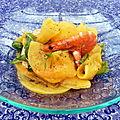 Chiffonnade de kaki persimon aux crevettes, vinaigrette à la mandarine