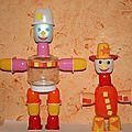 Robots fabriqués avec des pots de petits suisses et yaourts
