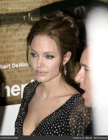 angelina-jolie-the-good-shepard-world-premiere-arrivals-SjJJG2