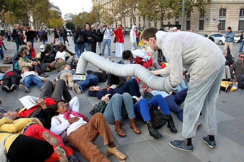 8-Manifestation «Non au salon pro-nucléaire»_7639