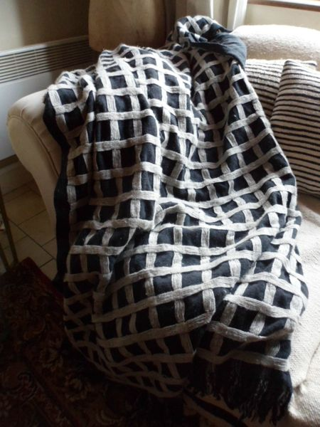 plaid noir a carreaux en laine+coussin assorti 001