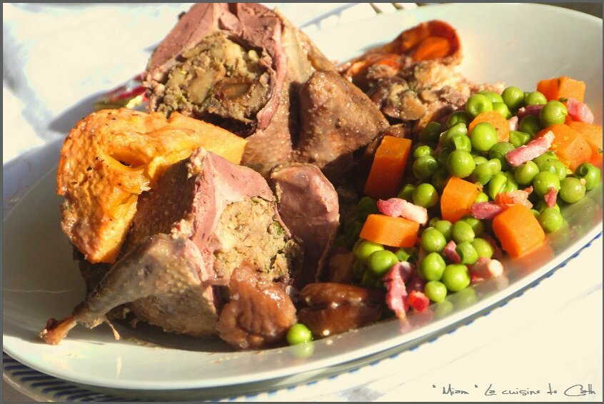 """ღ """" Miam """" Pigeons farcis aux raisins -marrons ( sauce foie gras et Kaki )"""