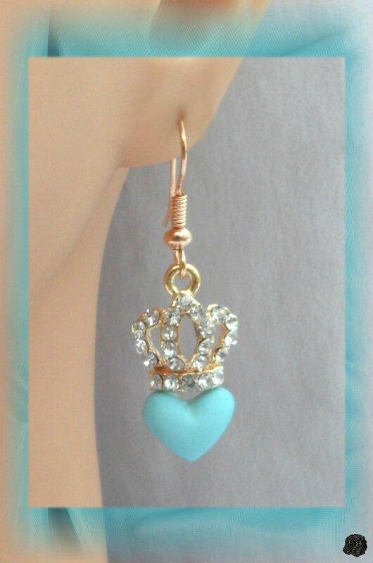Boucles d'Oreilles Couronne Avec Strass Perle Coeur Bleu Métal Couleur Doré