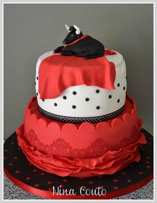 wedding cake rouge, noir et blanc Nimes