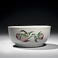 Rare bol en porcelaine décorée en émaux polychromes de la famille rose