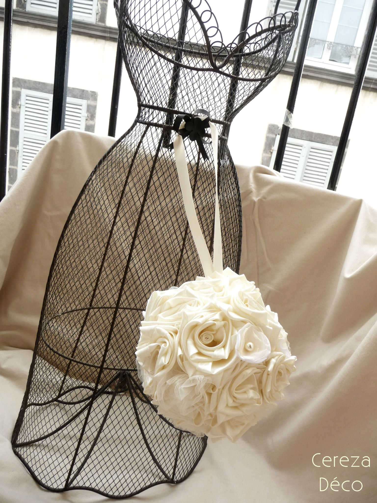 bouquet mariee boule original bouquet sac ivoire photo. Black Bedroom Furniture Sets. Home Design Ideas