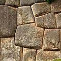 Survol du site inca de chinchero, près de cuzco au pérou trahis une technologie non humaine